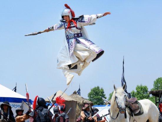 隋唐英雄3 罗通骑马迎敌 张睿古装英武帅气