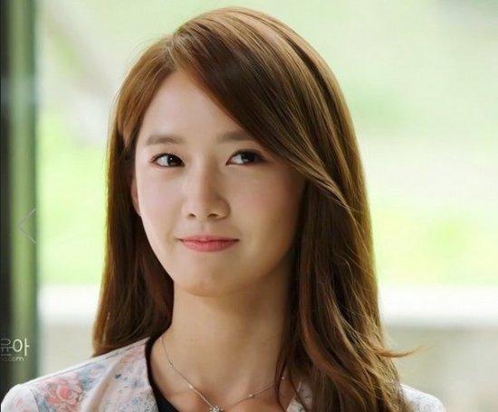 韩国女子组合少女时代成员林允儿的妆容一直给人一种清纯无害感,堪称