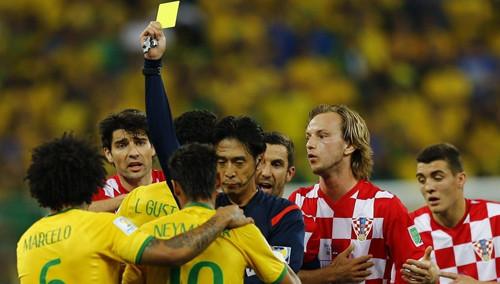 日本裁判一声哨改变比赛走势 点球有问题