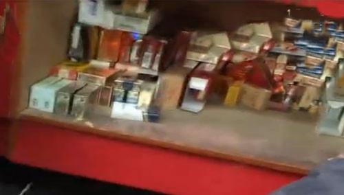 柜台暗格藏假烟 皮鞋竟是遥控器