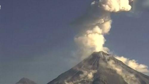 科利马火山再次喷发 火山灰烟柱高达2000米