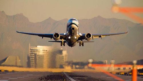 专家:飞机起飞与降落时最易发生事故