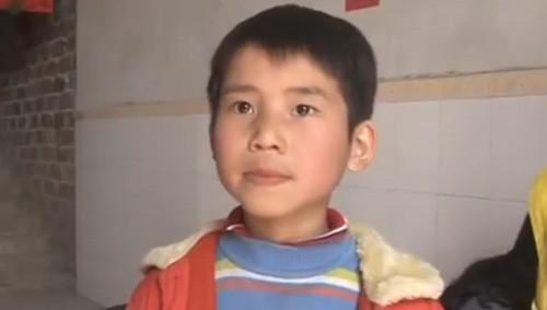 《帮女郎》:福彩帮帮帮 住敬老院男孩重展笑颜