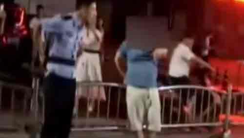 奔驰男醉驾 狂飙英语打骂交警