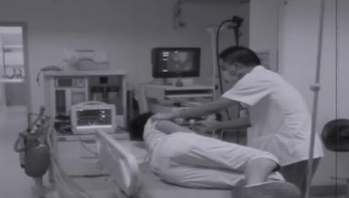 毒瘾发作吞打火机 医生妙手施救