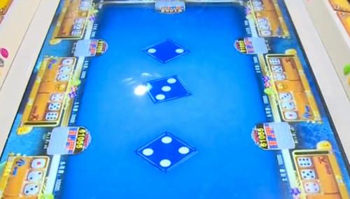 警方出动严查赌博游戏厅:每把筹码可押万元